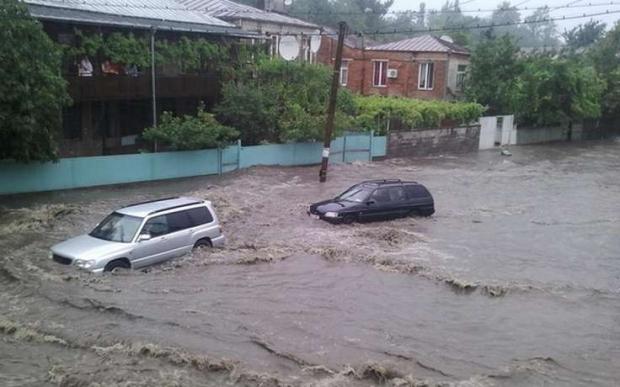 Сильные дожди затопили улицы Батуми иПоти