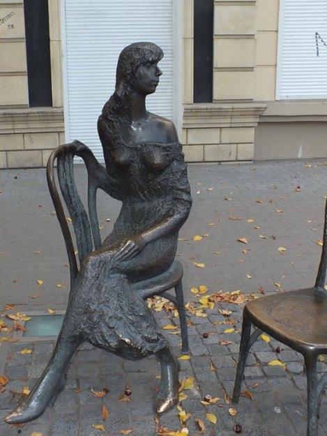 Памятник Незнакомке (Воронеж)