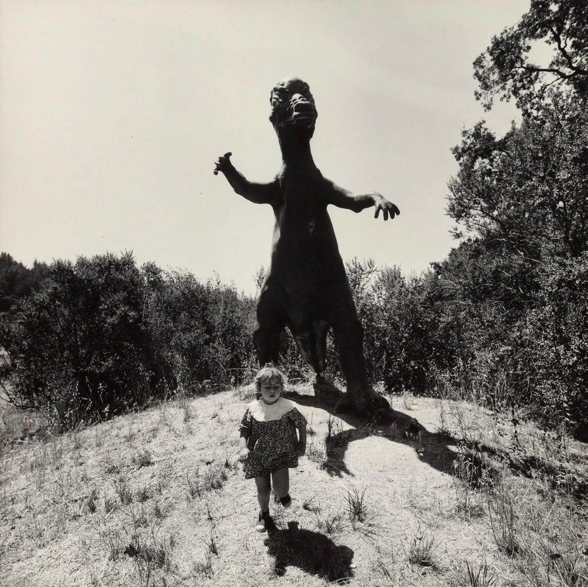 1970. Девочка и динозавр