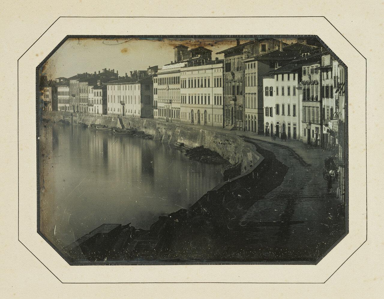 Пиза, Италия. Вид Пизы вдоль реки Арно