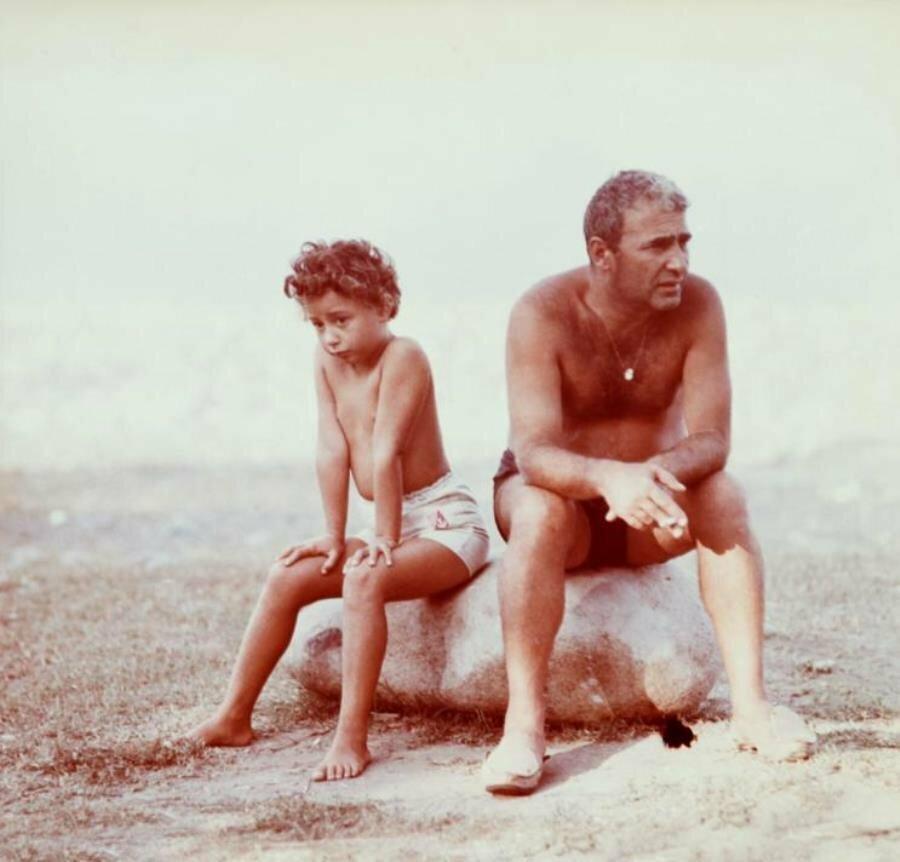 1965. Писатель Нодар Думбадзе с дочерью