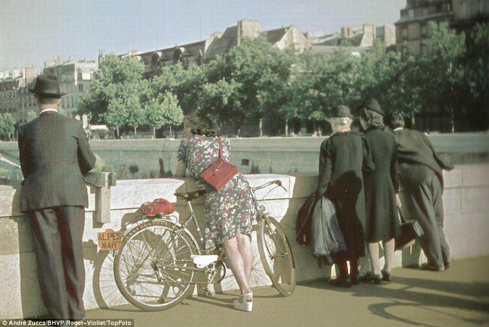1942 Париж.jpg