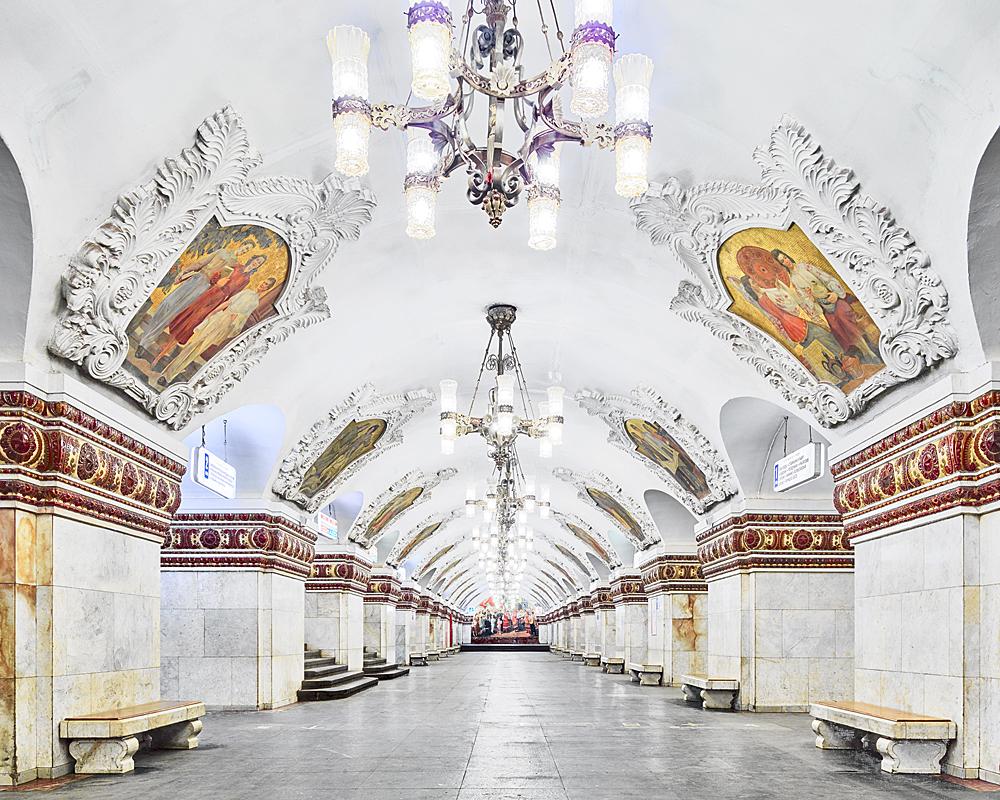 Красивые станции метро Москвы и Питера без людей