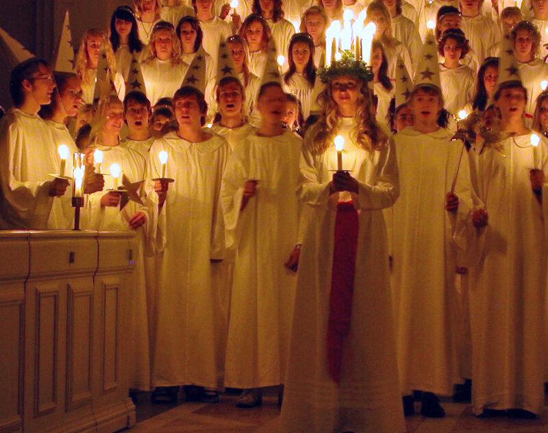 Nutida luciafirande i en svensk kyrka 2006.
