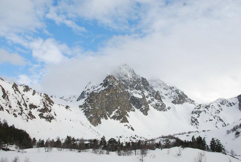 Традиционные альпинистские сборы в Архызе май 2015. поляна Тау-лу, ущелье реки Софии