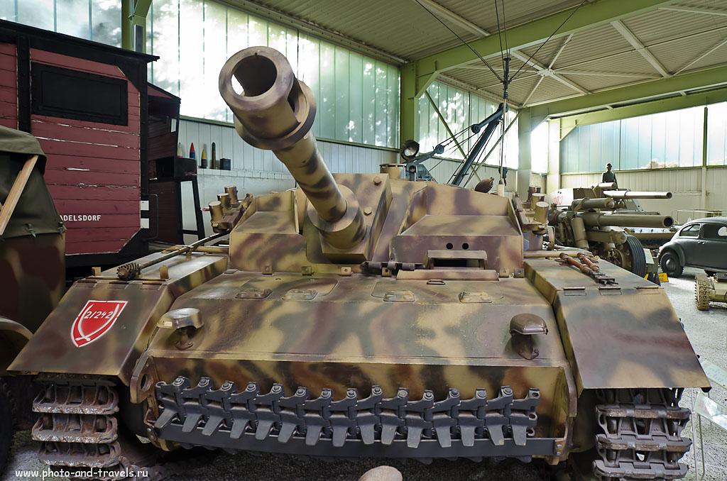 6. SturmHaubitze 42 (Штурмхаубитце 42) — штурмовая гаубица образца 1942 года. По ведомственному рубрикатору министерства вооружений нацистской Германии самоходное орудие обозначалось как Sd Kfz 142/2. Поездка в музей военной техники в Зинсхайме. (Samyang AE 14mm f/2.8 ED AS IF UMC 1/25 сек 0 eV приоритет диафрагмы f/3.2 14 мм 640)