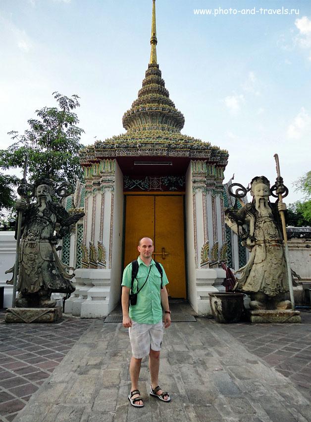3. Стражи у ворот храма Храм Возлежащего Будды, который на тайском языке называется Ват Пхо (Wat Pho).