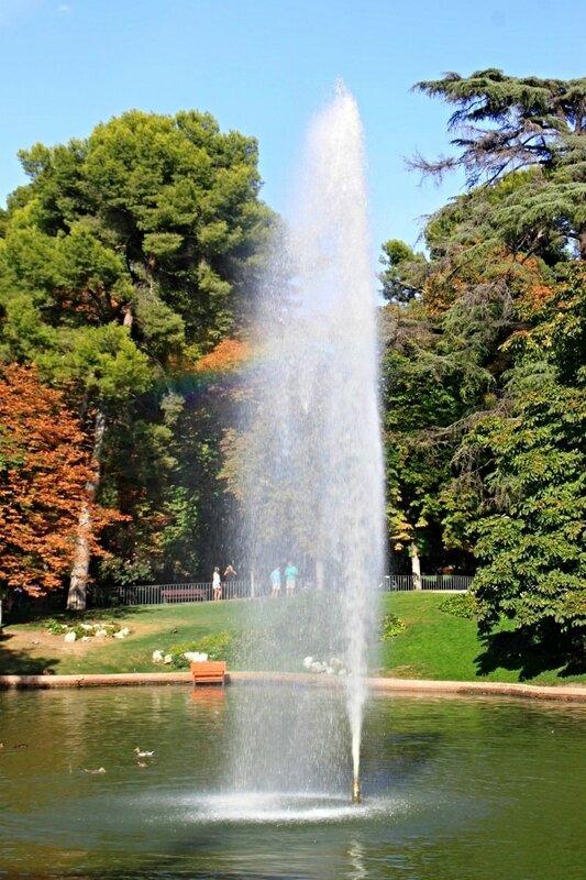 Мадрид, пруд в парке Ретиро (Madrid, the pond in the Retiro Park)