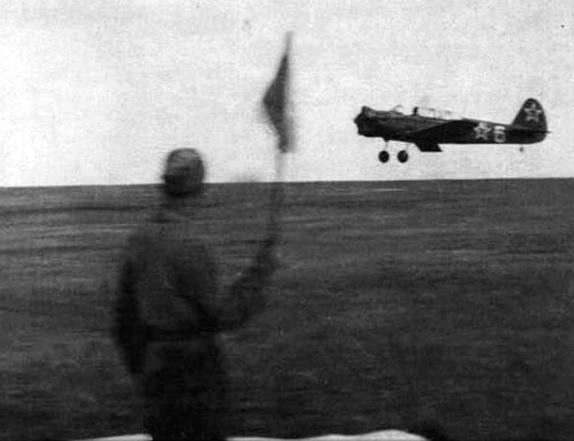 Юрия Гагарин совершает учебный полёт в Саратовском аэроклубе