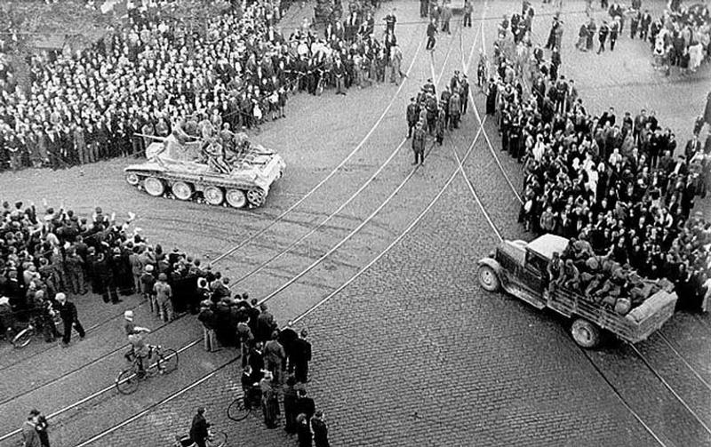 Рига. Красная Армия входит в Латвию.