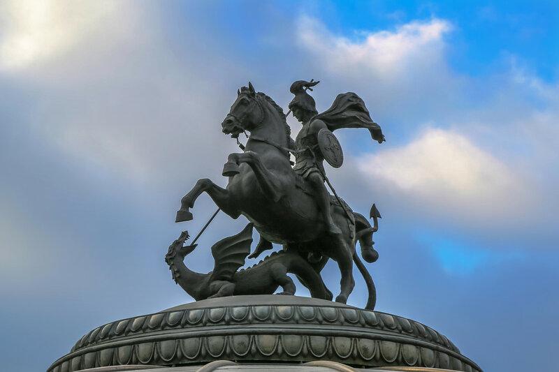 Георгий Победоносец на куполе фонтана Часы Мира 2.jpg