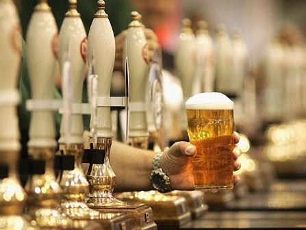 пить пиво паб.jpg