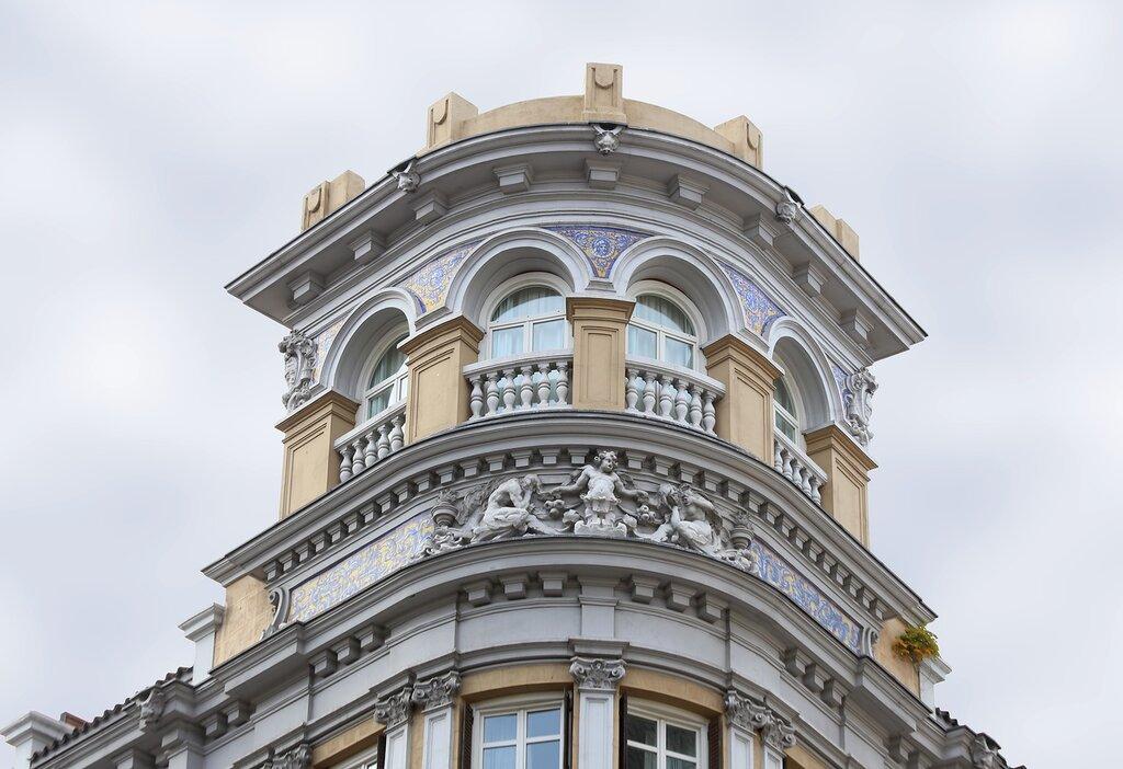 Мадрид. Здание отеля Лас Летрас (Hotel de las Letras)