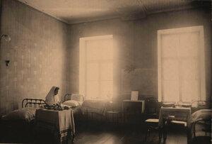 Вид части комнаты для сестёр милосердия.