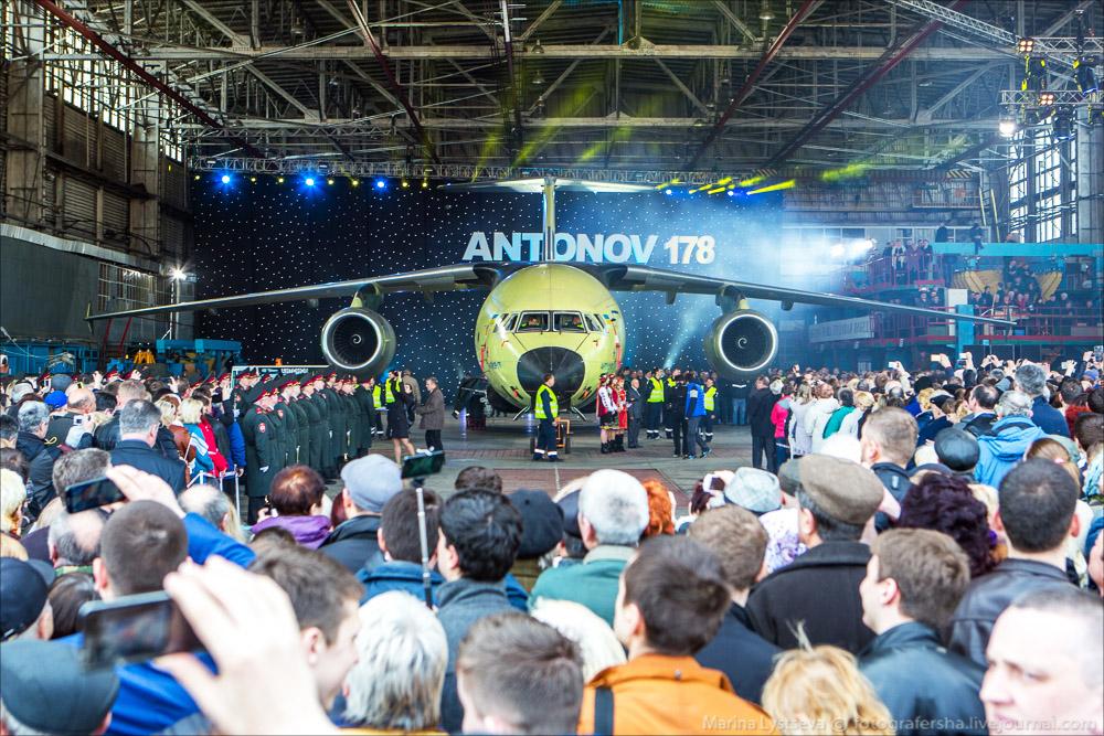 Выкатка Ан-178