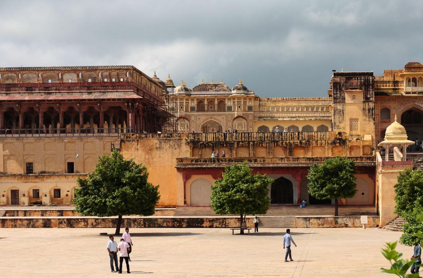 Фото 8'. На территории крепости Амбер в Джайпуре. Как мы ездили по Золотому треугольнику.