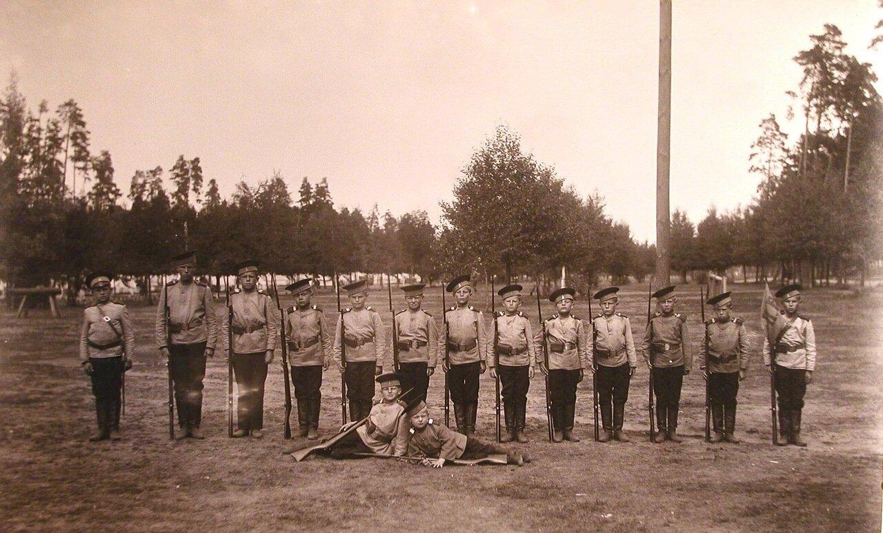 13. Один из взводов потешной роты после окончания строевых занятий