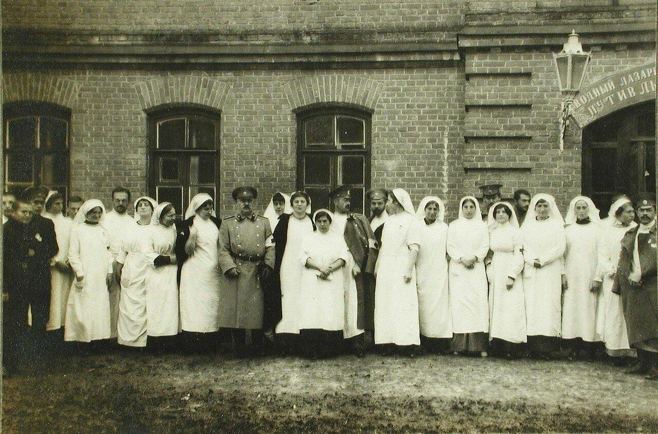 32. Медицинский персонал одного из лазаретов в Ровно