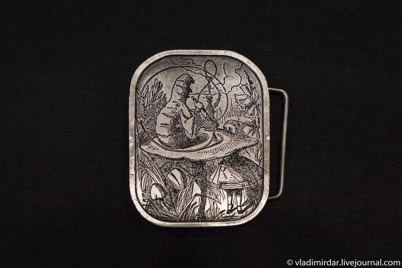 Винтажная поясная серебряная пряжка – серия Алиса в Стране Чудес