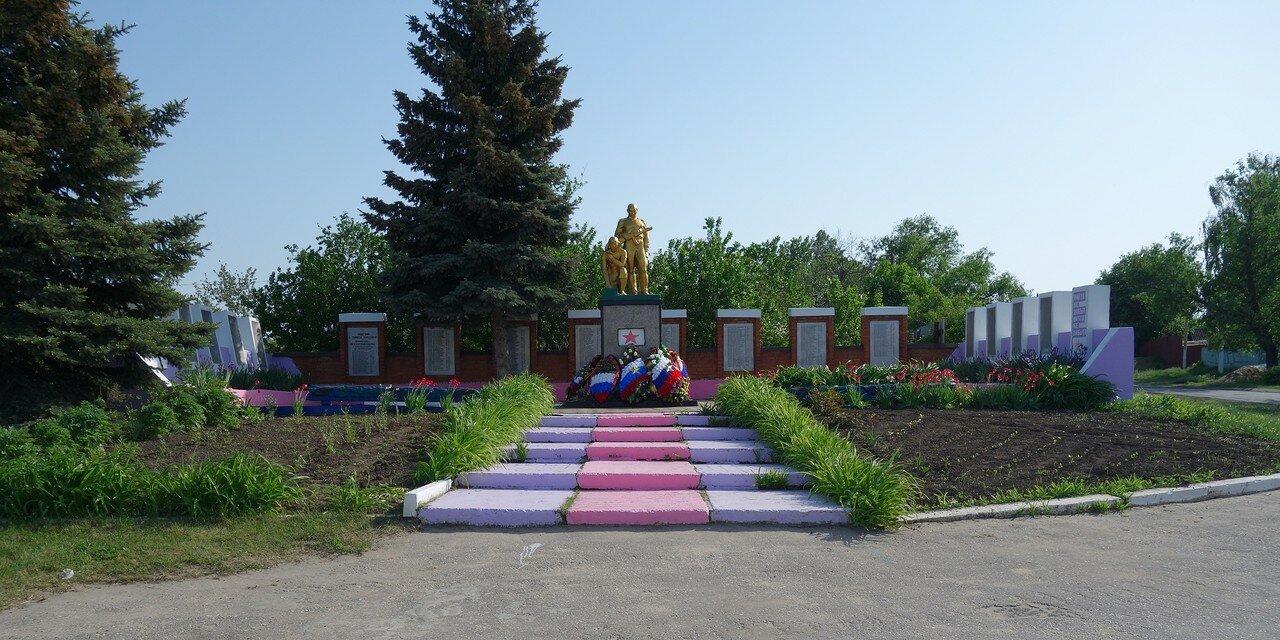 'гламурный' памятник ВОВ в селе Дмитряшевка