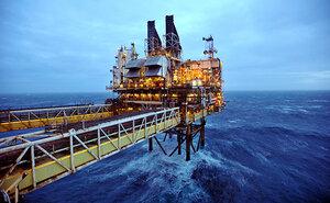 Цены на нефть опустились ниже 50 долларов