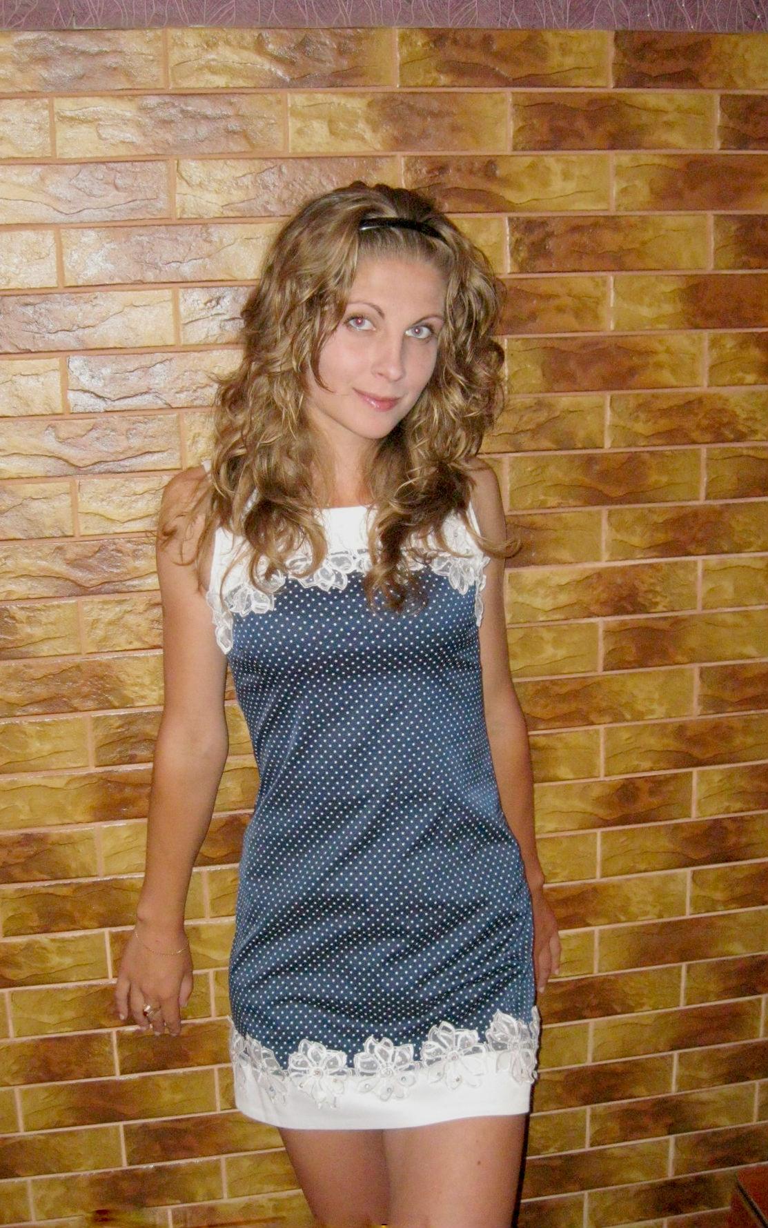 Фото девушек дома в платьях 5 фотография