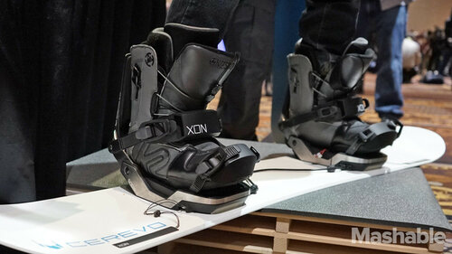 Connected snowboard bindings
