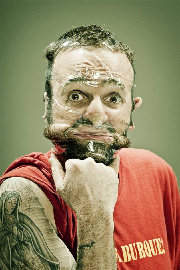 Лица замотанные скотчем Уэс Нейман