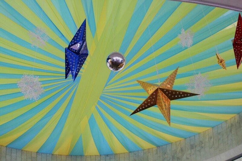 Новогодние звезды под куполом Украинского дома