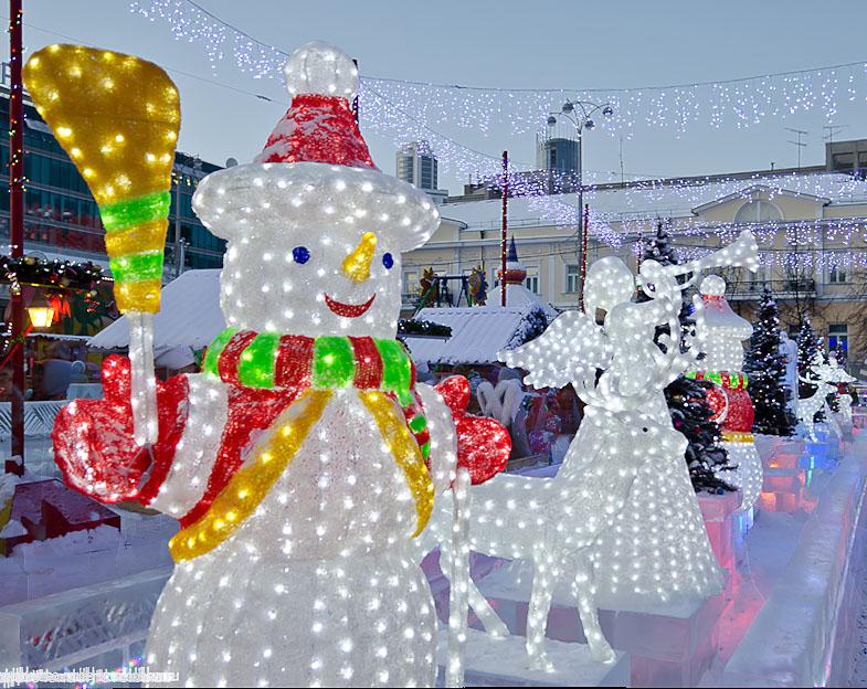 Фото 4. Снеговик в Ледовом городке 2015