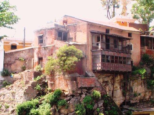 Старый дом на скале