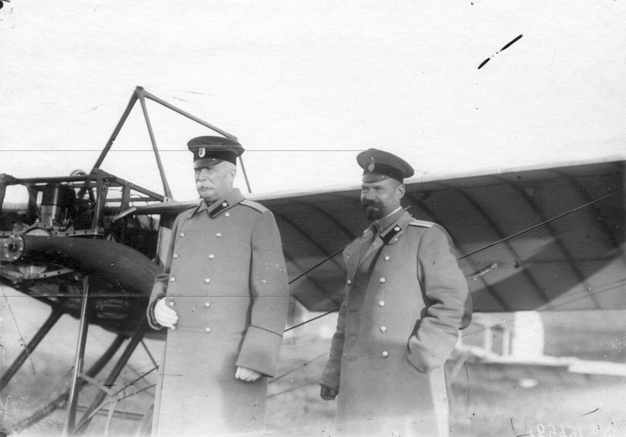 35. Группа военных летчиков (слева - генерал А.В.Каульбарс)