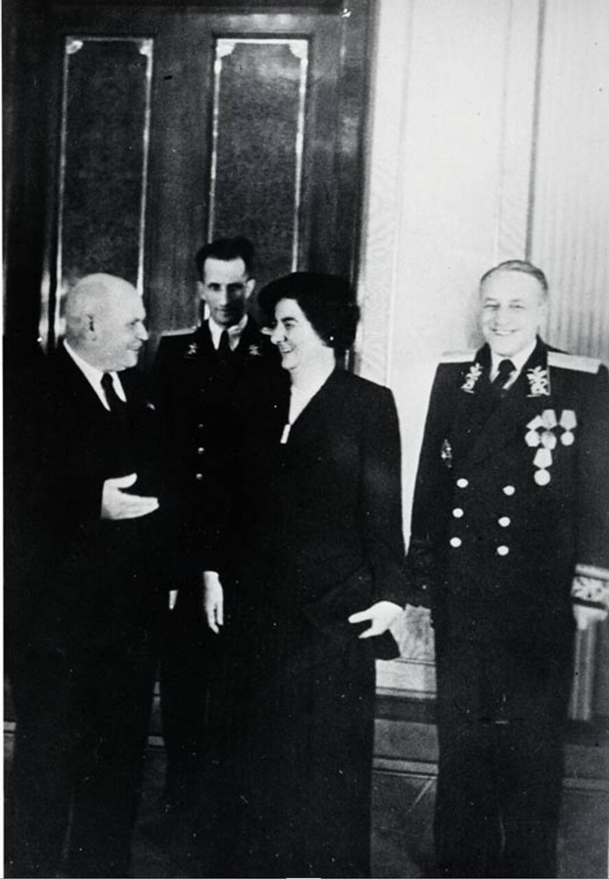 1948.  Голда Меир с Иваном Алексеевичем Власовым, заместителем председателя Верховного Совета СССР