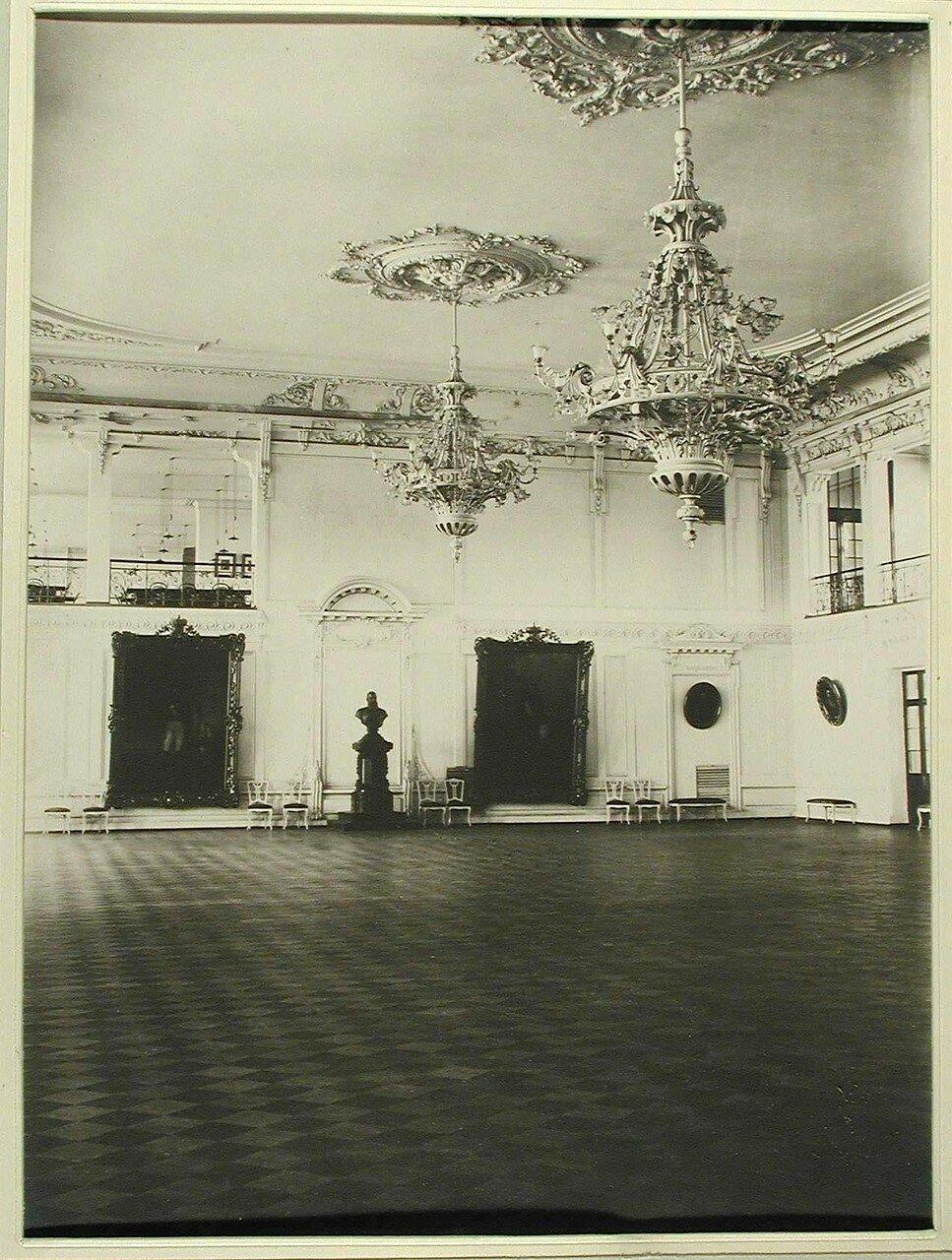 05. Вид части большого актового зала