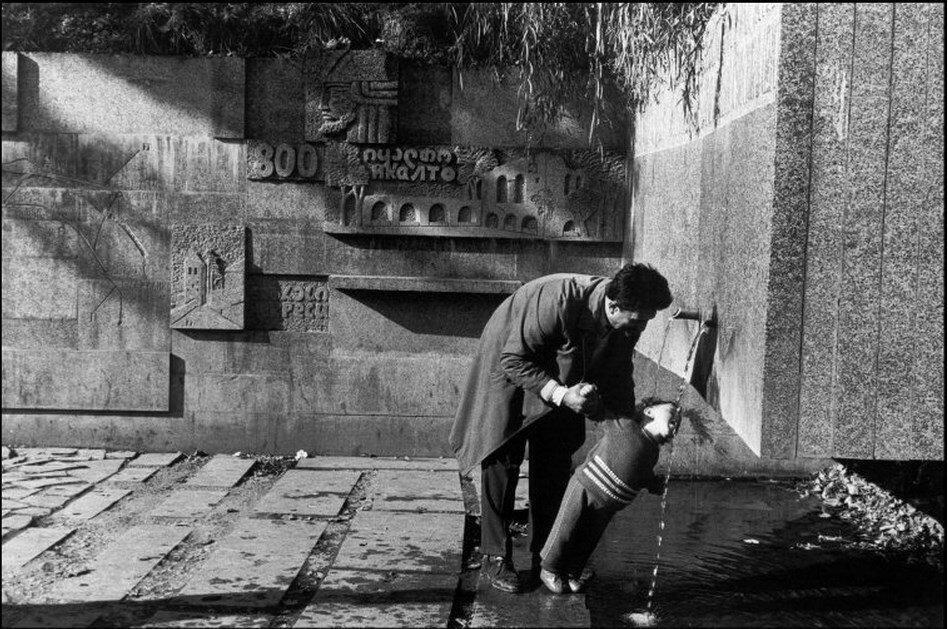 1972. Грузия. Тбилиси. Автобусная остановка в окрестностях города