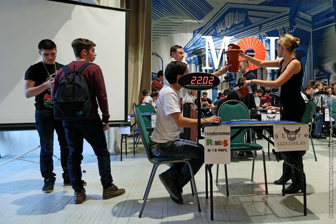 соревнования по сборке кубика Рубика 3х3х3