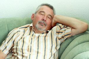 Причиной болезни Альцгеймера может быть плохой сон