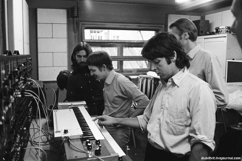Пол, Джордж и Майк Викерс.jpg