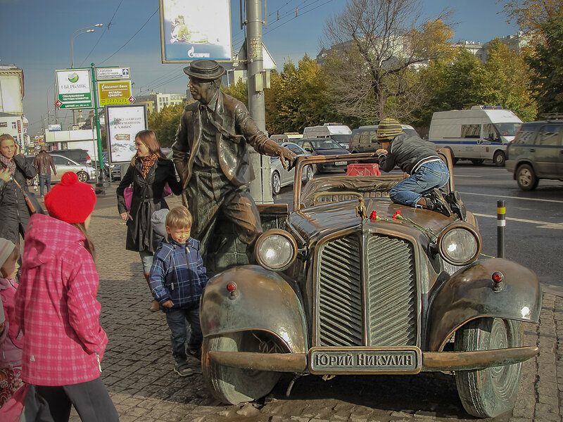 Памятник Юрию Никулину на Цветном бульваре.jpg