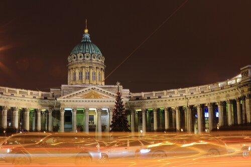 Мимо Казанского собора