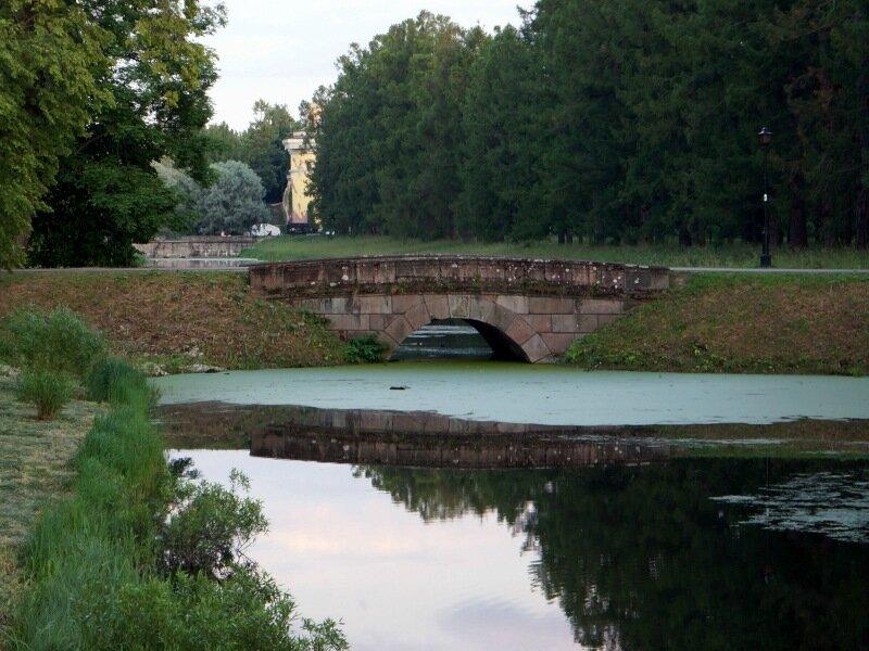 Мост в Александровском парке