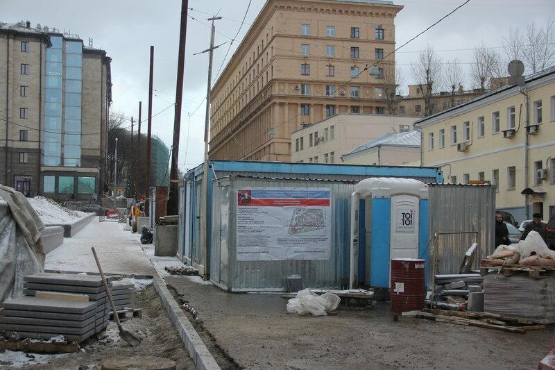 Снова появился информационный щит реконструкции Хитровской площади
