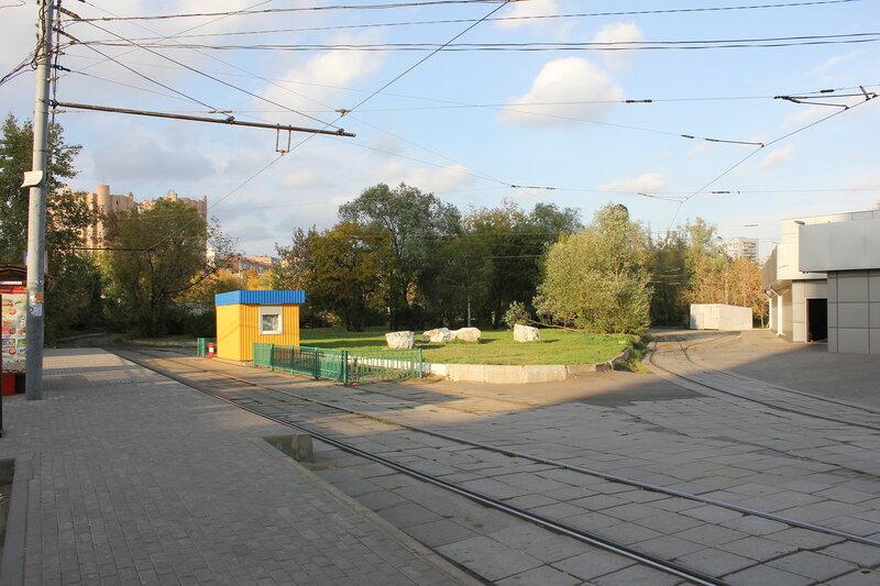 Оборотное кольцо трамвая у метро Щукинская