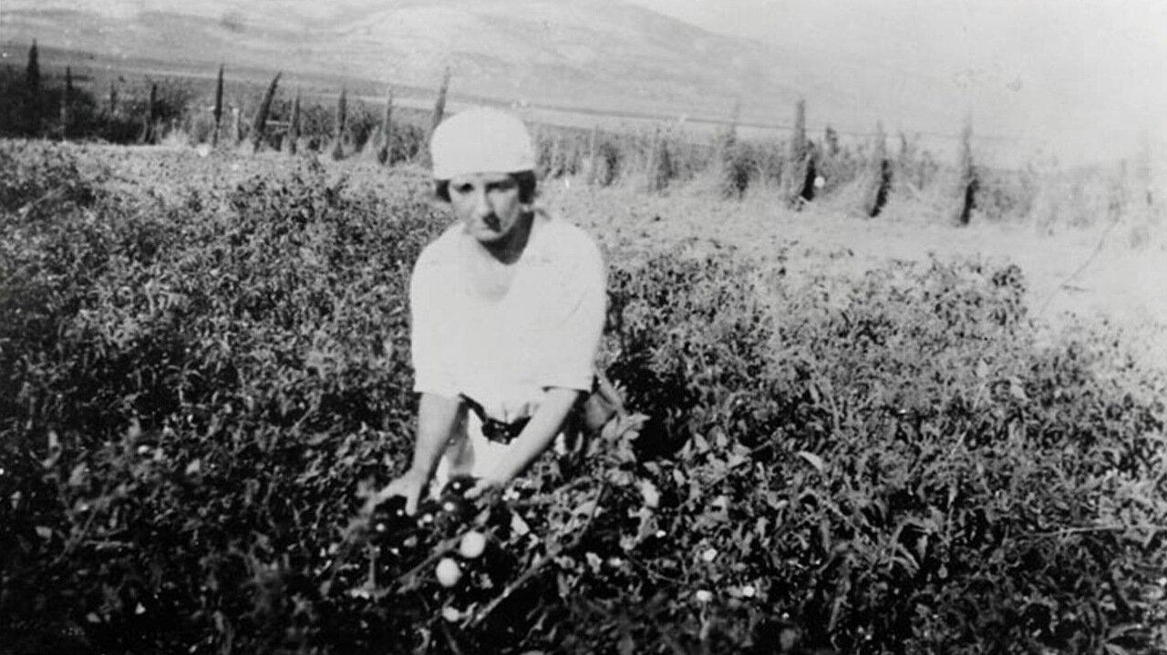 1921.  Голда Меир в кибуце Мерхавия