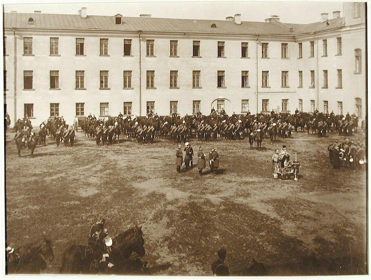 11. Офицеры и юнкера на плацу у здания училища во время молебна перед выходом в лагеря