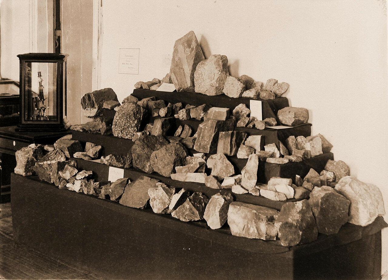 63. Вид части экспонатов выставки горные породы золотоносных районов по левым притокам рек Ингоды и Шилки