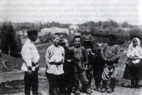 Чертков. Крестьянские дети из Ясной Поляны, 1908-1910 гг..jpg