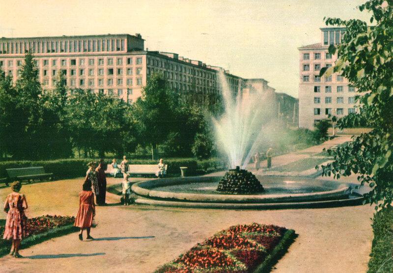 073 Сквер у Невского райсовета.jpg