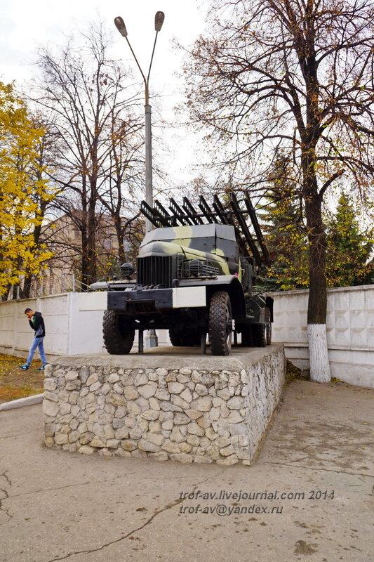 Катюша на базе ЗИС-151. Памятники на территории бывшего Рязанского военного училища (сейчас автомобильный факультет  воздушно-десантного училища)