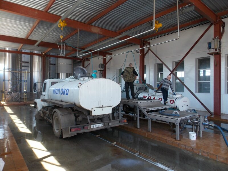 Молоковозы на Торжокском молочном комбинате